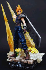 Final Fantasy VII Static Arts: Cloud Statue